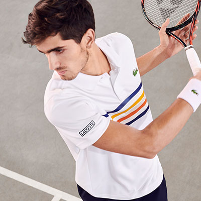 De tennisbaan op met Lacoste